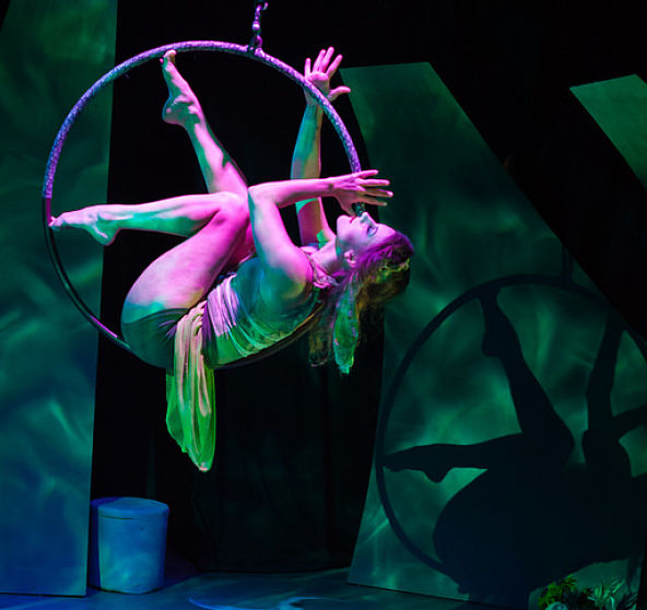 uploads/production_images/tempest-aerial-renaissance-skycandy-kimberley-mead-2016/tempest_fairy_ring_squared.jpg